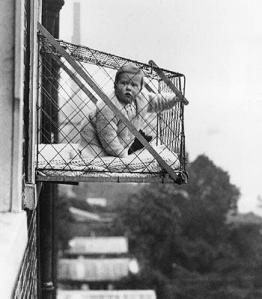 wire-cage-balcony-for-babies-london-1934
